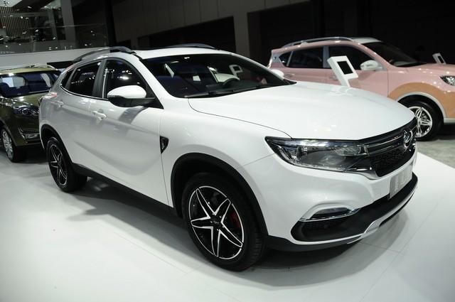 Bỏ tình cũ Range Rover chạy theo Mercedes-Benz, hãng xe Trung Quốc tai tiếng Landwind tung SUV GLA nhái - Ảnh 1.