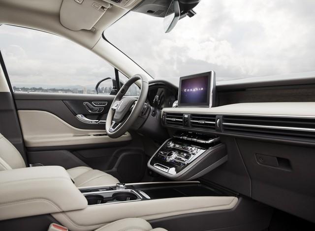 Mercedes-Benz GLA có thêm đối thủ dùng chung khung gầm Ford Escape  - Ảnh 7.