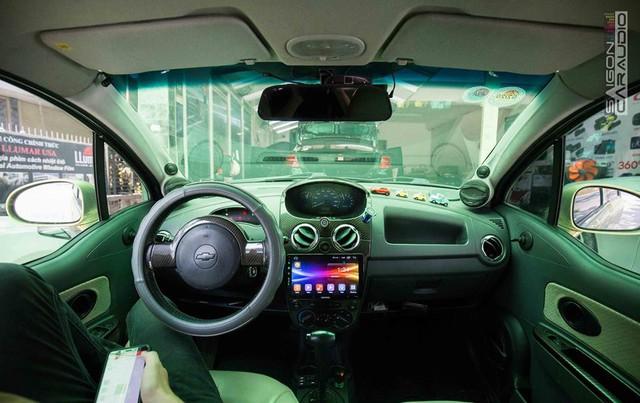 Mua Chevrolet Spark cũ 150 triệu, chủ xe chịu chơi chi thêm 100 triệu đồng độ âm thanh tại Sài Gòn - Ảnh 1.