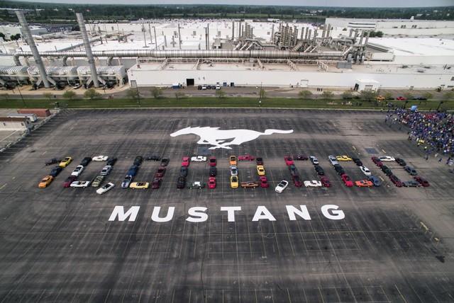 Ford Mustang là coupe thể thao bán chạy nhất toàn cầu năm thứ 4 liên tiếp - Ảnh 2.