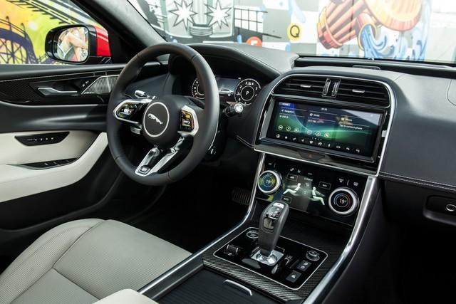 Giám đốc thiết kế Jaguar ghét, tránh bằng mọi cách có thể màn hình cảm ứng cỡ lớn trên ô tô vì lý do này - Ảnh 1.