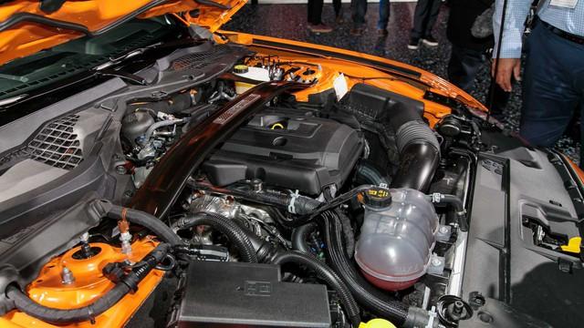 Ford Mustang lấy động cơ từ Focus RS, thêm sức mạnh cho dân chơi - Ảnh 2.