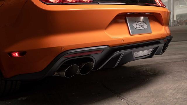 Ford Mustang lấy động cơ từ Focus RS, thêm sức mạnh cho dân chơi - Ảnh 7.