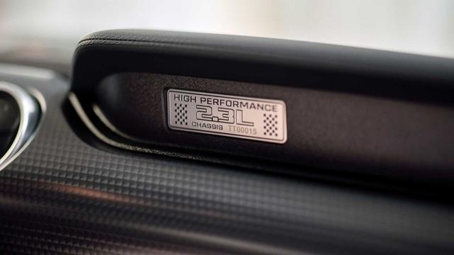 Ford Mustang lấy động cơ từ Focus RS, thêm sức mạnh cho dân chơi - Ảnh 9.