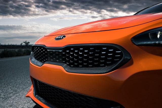 Kia Stinger GTS: Thêm nỗ lực của xe Hàn bình dân trong sân chơi xe thể thao - Ảnh 5.