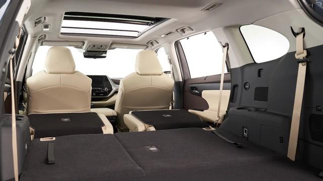 Những điểm nhấn khó bỏ qua trên Toyota Highlander mới vừa ra mắt mà Ford Explorer cần dè chừng - Ảnh 3.