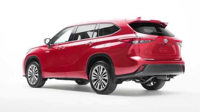 Những điểm nhấn khó bỏ qua trên Toyota Highlander mới vừa ra mắt mà Ford Explorer cần dè chừng - Ảnh 1.