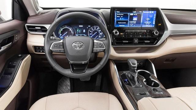 Mua xe nào sắp về Việt Nam: Ford Explorer 2020 hay Toyota Highlander 2020? - Ảnh 4.