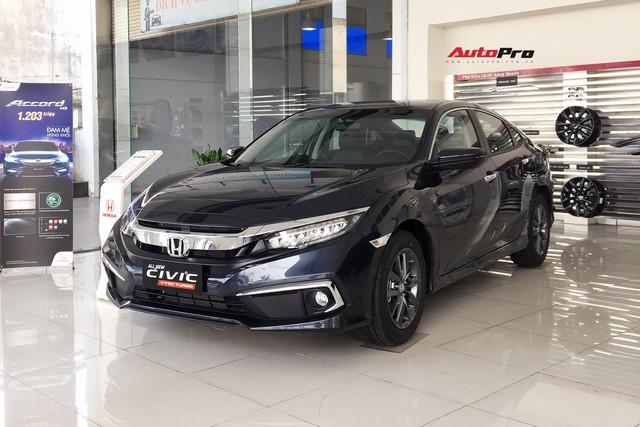 Honda Civic 2019 bị chê đắt nhưng xe nào về hết xe đấy, khách đặt trước vẫn phải chờ 'dài cổ' mới mua được - Ảnh 1.