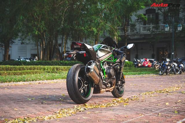 Soi kĩ 'siêu mô tô' Kawasaki H2 giá ngang Toyota Camry đầu tiên tại Hà Nội - Ảnh 8.