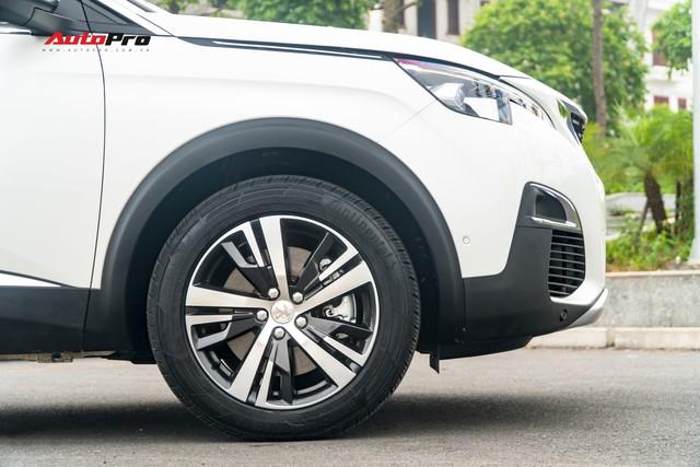 Chạy gần 6.000km, Peugeot 5008 có giá rẻ hơn Toyota Fortuner bản cao cấp - Ảnh 3.