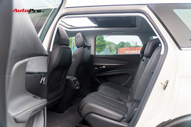 Chạy gần 6.000km, Peugeot 5008 có giá rẻ hơn Toyota Fortuner bản cao cấp - Ảnh 12.