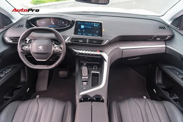 Chạy gần 6.000km, Peugeot 5008 có giá rẻ hơn Toyota Fortuner bản cao cấp - Ảnh 7.