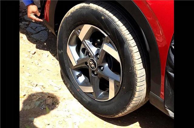 Hyundai Venue - Đàn em Kona lộ diện hình ảnh thực tế đầu tiên kèm thông số hot - Ảnh 4.