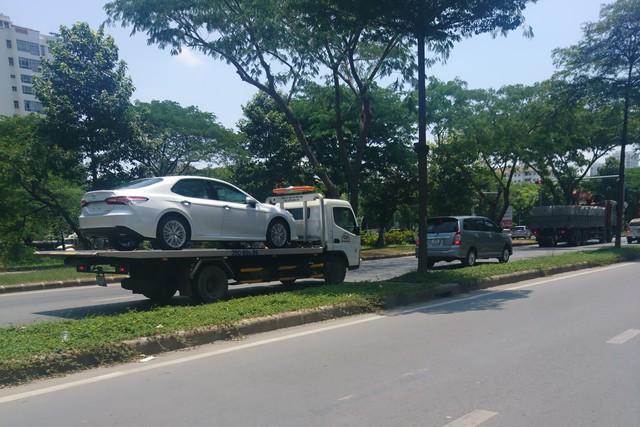 Toyota Camry 2019 ồ ạt về đại lý trước giờ G, sẵn sàng cho ngày mở bán - Ảnh 1.