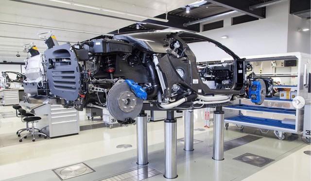 Cậu ấm quẹt thẻ tín dụng của cha để mua siêu xe Bugatti Chiron giá 3,8 triệu USD - Ảnh 4.