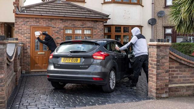 Chìa khóa thông minh liên tục bị trộm hack được và đây là cách chữa cháy của Ford - Ảnh 1.