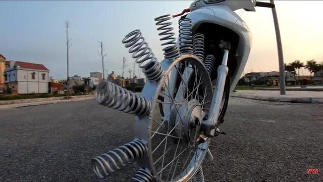 Xe độc do người Việt chế tạo hút sự chú ý của người nước ngoài - Ảnh 5.