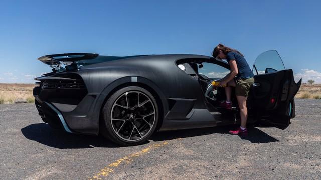 Cách Bugatti thử xe: Cho siêu xe đình đám Divo chạy 250 km/h trong cái nóng 40 độ liên tục không ngừng nghỉ