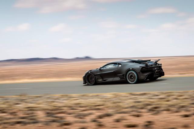 Cách Bugatti thử xe: Cho siêu xe đình đám Divo chạy 250 km/h trong cái nóng 40 độ liên tục không ngừng nghỉ - Ảnh 3.