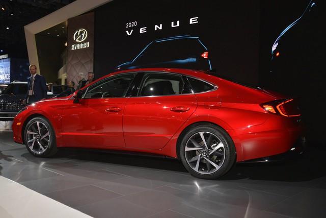 Hyundai Sonata, Kia Optima sắp có tùy chọn dẫn động 2 cầu - Ảnh 1.