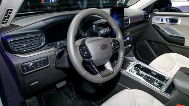 Ford Explorer đời mới gây shock vì giá chát - Ảnh 2.