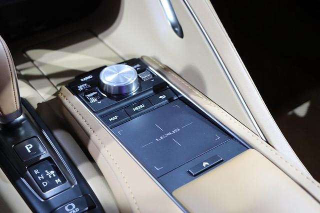 Bị chê nội thất đội sổ làng xe sang, Lexus quyết làm điều này để xóa sổ tiếng xấu - Ảnh 2.