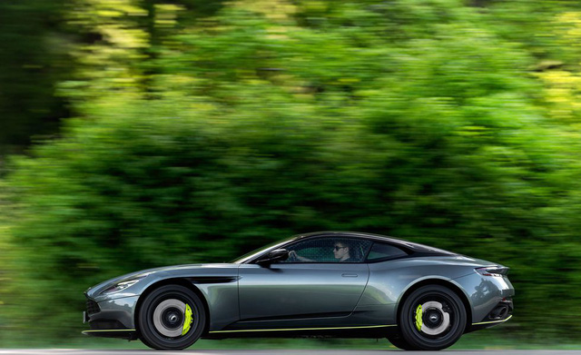 Siêu xe Aston Martin DB11 AMR chào hàng đại gia Việt - Ảnh 4.
