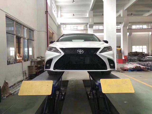 Toyota Camry 2019 vừa mở bán, xưởng độ đã chào gói 'nâng cấp' diện mạo Lexus giá gần 20 triệu đồng - Ảnh 4.