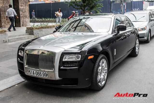 Rolls-Royce Ghost của nhà chồng Tăng Thanh Hà tái xuất trên phố Sài Gòn - Ảnh 2.