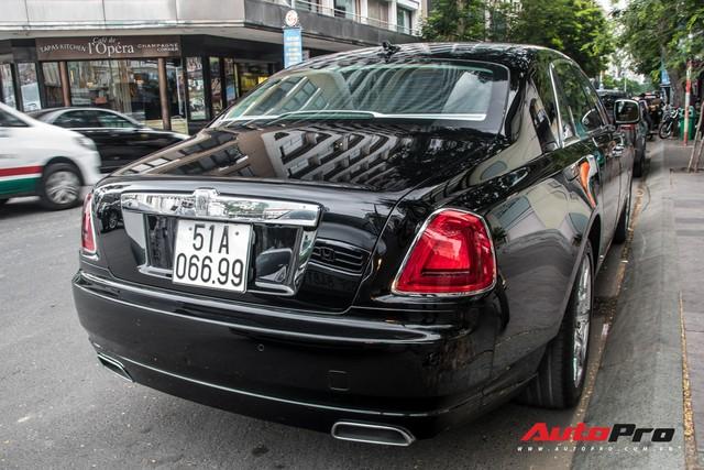 Rolls-Royce Ghost của nhà chồng Tăng Thanh Hà tái xuất trên phố Sài Gòn - Ảnh 6.