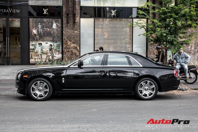 Rolls-Royce Ghost của nhà chồng Tăng Thanh Hà tái xuất trên phố Sài Gòn - Ảnh 10.