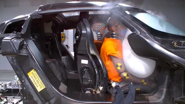 Koenigsegg phá nát các siêu xe triệu đô để thử nghiệm độ an toàn như thế nào? - Ảnh 4.