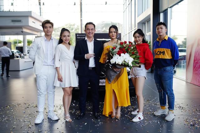 Ca sĩ Phạm Quỳnh Anh sắm Mercedes-Benz GLC 250 sau một quãng thời gian trở lại showbiz - Ảnh 2.