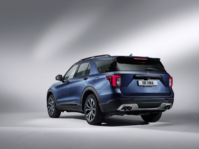 Ford dồn dập ra mắt các phiên bản mới của xe hot Explorer - Ảnh 2.
