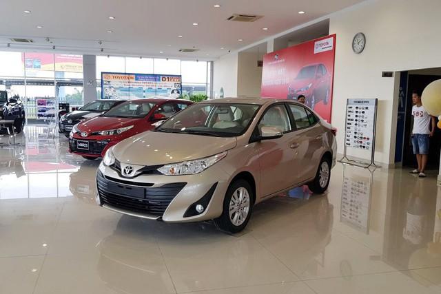 Giờ là thời điểm vàng mua ô tô của người Việt: Giá xe chạm đáy, khuyến mãi liên tiếp, tặng cả lạc - Ảnh 1.