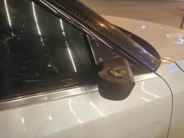 Cứ ngỡ vặt được gương xe tiền tỷ Range Rover, tên trộm nào ngờ dính cú lừa - Ảnh 2.