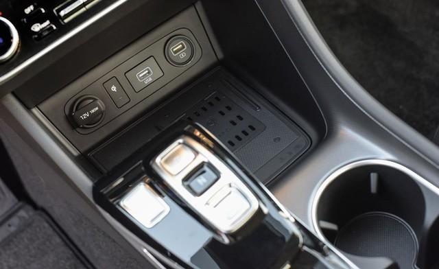 Đánh giá Hyundai Sonata thế hệ mới: Còn khiếm khuyết nhưng đủ sức đấu Toyota Camry tại bất kỳ đâu - Ảnh 10.