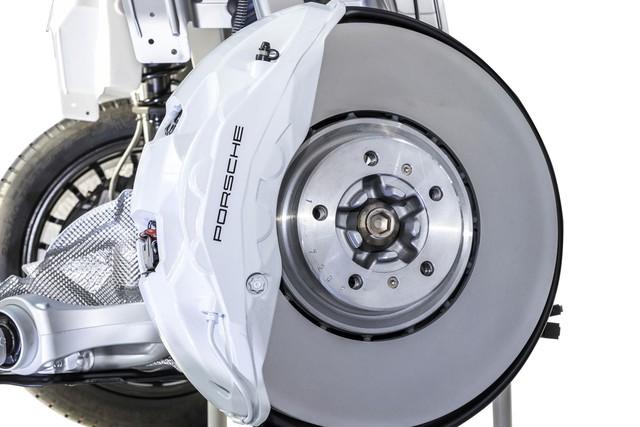Porsche hé lộ thủ thuật chế tạo phanh mới cho xe hiệu suất cao - Ảnh 2.