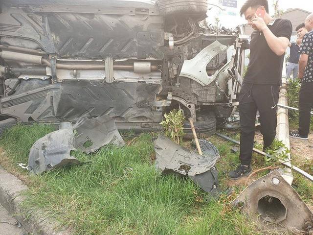 Clip: Nữ tài xế lái Mercedes vượt đèn đỏ, gây tai nạn liên hoàn ở Mai Dịch sáng nay - Ảnh 3.