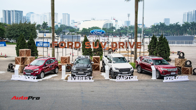 Khách Việt 'phá' SUV và bán tải của Ford để thử sức mạnh trước khi 'xuống tiền'