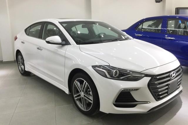 Mẫu mới cận kề ngày ra mắt, Hyundai Elantra và Tucson tiếp tục được giảm giá mạnh tại đại lý - Ảnh 1.