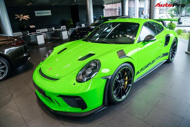 Cận cảnh hàng khủng Porsche 911 GT3 RS màu xanh lá độc nhất Việt Nam, sở hữu một trang bị đắt hơn cả Mitsubishi Xpander - Ảnh 2.