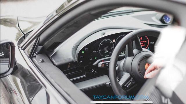 Nội thất Porsche Taycan lần đầu lộ diện