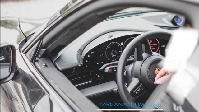 Nội thất Porsche Taycan lần đầu lộ diện - Ảnh 4.