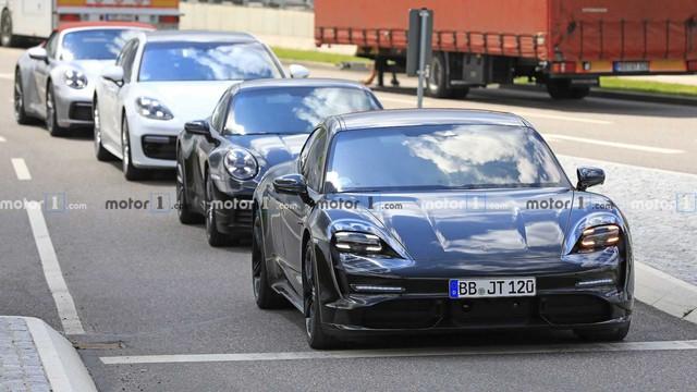Nội thất Porsche Taycan lần đầu lộ diện - Ảnh 3.