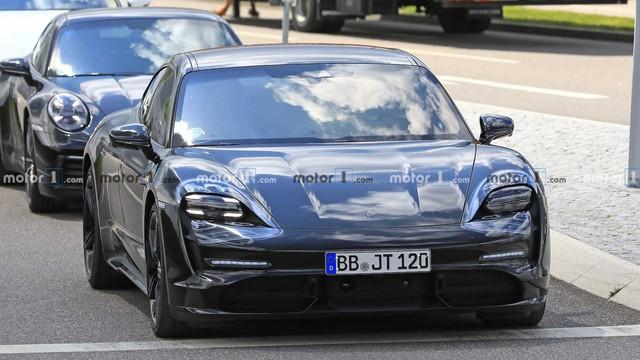 Nội thất Porsche Taycan lần đầu lộ diện - Ảnh 1.