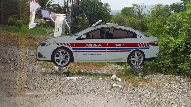 Thổ Nhĩ Kỳ dùng xe cảnh sát làm từ bìa carton để chống nạn phóng nhanh vượt ẩu