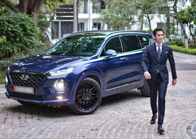 Người dùng so sánh Hyundai Santa Fe và Ford Everest máy dầu sau hơn 10.000 km sử dụng - Ảnh 1.