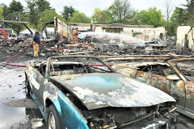 Dàn xe Chevrolet cổ cháy rụi tại phim trường FBO, cư dân mạng tiếc đứt ruột - Ảnh 3.